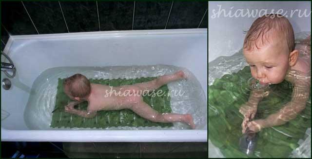 купается-малыш